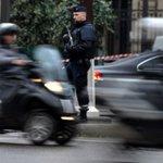 Descartan móvil terrorista en toma de rehenes en norte de #Francia. >> https://t.co/UYeUZ8oc0l https://t.co/qa4Osr6uUX