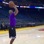 Kobe Bryant started warming up three hours before the Lakers showdown with the unbeaten Warriors. https://t.co/WKK8rVcPQw