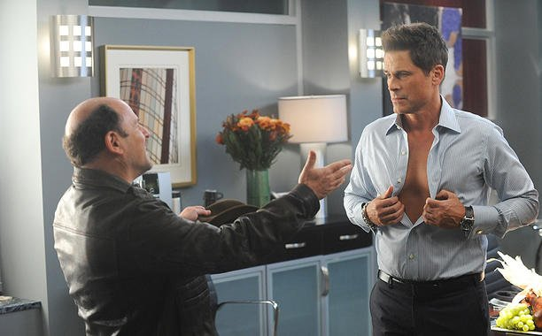 Thanksgiving episode of TheGrinder is stuffed with guest-stars & flashbacks. Our preview: