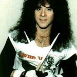 24 years ago our Eric Carr lost his battle to cancer. So unfair. He loved music. He loved the fans. @ClassicRockMag https://t.co/kIVZdMFvQa