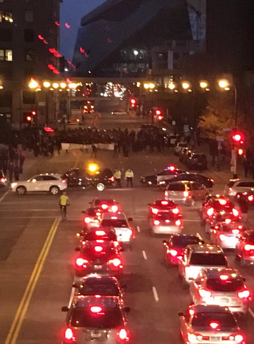 Sure, my commute home took longer, but this is important. #BlackLivesMatter #Justice4Jamar #4thPrecinctShutDown https://t.co/ELB6pTFWRM