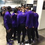 The @Lakers huddle up before taking the floor in Oakland! #LALatGSW https://t.co/sJ33RPpvm9