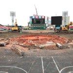 今日のコボスタ宮城。 がっつり工事してます!どんどん人工芝が剥がされていきますね…。 #RakutenEagles #ballpark #ボールパーク #人工芝 #天然芝 https://t.co/y8B3wgU2wy
