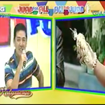 May pasalubong si Frankie from Italy! CHICHARON! #ALDUBApproval https://t.co/A26GmFcq3w