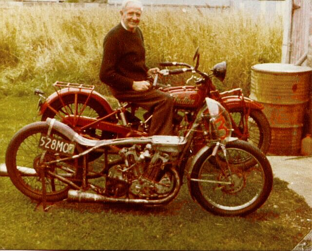 #xBhpSalutes Burt Munro, a New Zealand motorcycle racer, for setting under-1,000 cc record of clocking 295.45 km/h. https://t.co/pIMJ8hW84B