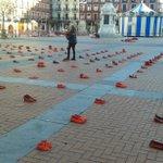 La plaza mayor de #Valladolid comienza a llenarse de zapatos rojos #25N https://t.co/mXWko9KrQM @AyuntamientoVLL https://t.co/BIgMoTv6Dc