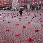 La #PlazaMayor de #Valladolid empieza a llenarse de #ZapatosRojos contra la violencia hacia las mujeres... #25N 👍🏻 https://t.co/GUkmw0iZyR