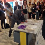 Presidente @apv_valladolid @jorgefrances, @JesusJCarnero, @Vickyquinta y @pilar_vtomas firmando #ManifiestoAPV #25N https://t.co/D2gqYD5IYg