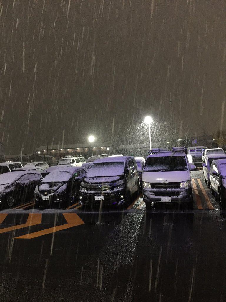 @kemona_ga @tac_s 郡山は絶賛雪の世界です! このまま行くと銀世界^_^; https://t.co/GirwBnR039