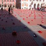 La Plaza Mayor de Valladolid hoy se llena de zapatos rojos, zapatos que tuvieron dueñas #NoalaViolenciadeGénero https://t.co/r44LeiNGU6