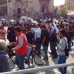 #AlertaSITEUR Carriles de Macrobús permanecen bloqueados por manifestación de comerciantes. (1/2) https://t.co/KbWSYkH80A