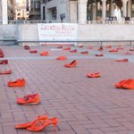 Dos zapatos rojos por cada mujer asesinada para que recordemos que no puede haber ni una más #NoalaViolenciadeGenero https://t.co/wNC4yn8JxK