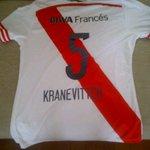 Hoy a las 23:30 digo quien se lleva esta linda camiseta de Kranevitter. Hace RT y te anotasss! Vamos. https://t.co/bMHexaU03E