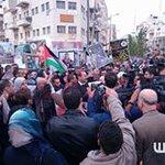 #صور | وقفة على دوار المنارة وسط مدينة رام الله، للمطالبة بـ #استعادة_جثامين_الشهداء، المحتجزة لدى الاحتلال. https://t.co/KSTdEnlXUp