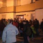 [URGENTE] Intentan desahuciar a una familia con dos menores ahora mismo Lleida ¡Grandes @PAHLleida en su puerta! https://t.co/rAjr9O5FqT