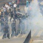 Momento en el que granaderos dispersan con gas a comerciantes de Obregón en La Calzada Independencia https://t.co/XRmiYmqgyV