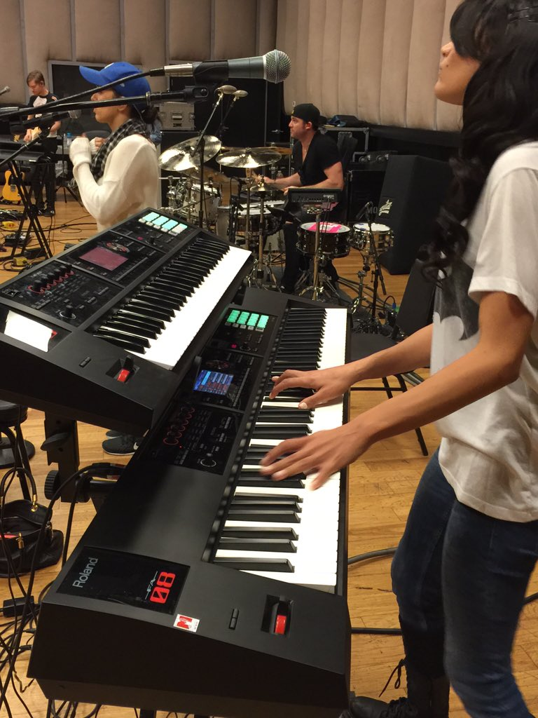 Roland going inside rehearsal for @selenagomez & watching keyboardist  @rockstarbonstar rock the FA-06 and FA-08! https://t.co/Jyr49DK6iJ