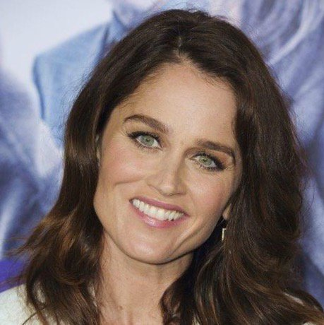 Just announced: @RealRobinTunney joins @ZacharyQuinto in the cast of #SMOKEFALL  https://t.co/BcZ9hlS7hf https://t.co/17MAHtjSWm