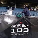 Nothing says #GreyCup like a shovel crew clearing all snow from the seats. #CFL #BestFootballWeather in #Winnipeg! https://t.co/VQC2FwIgwe
