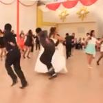 #VIDEO   Baile de huaylarsh en fiesta de boda recibe buenas críticas https://t.co/Rz6GNHHkDf https://t.co/cbSdTPUc7z