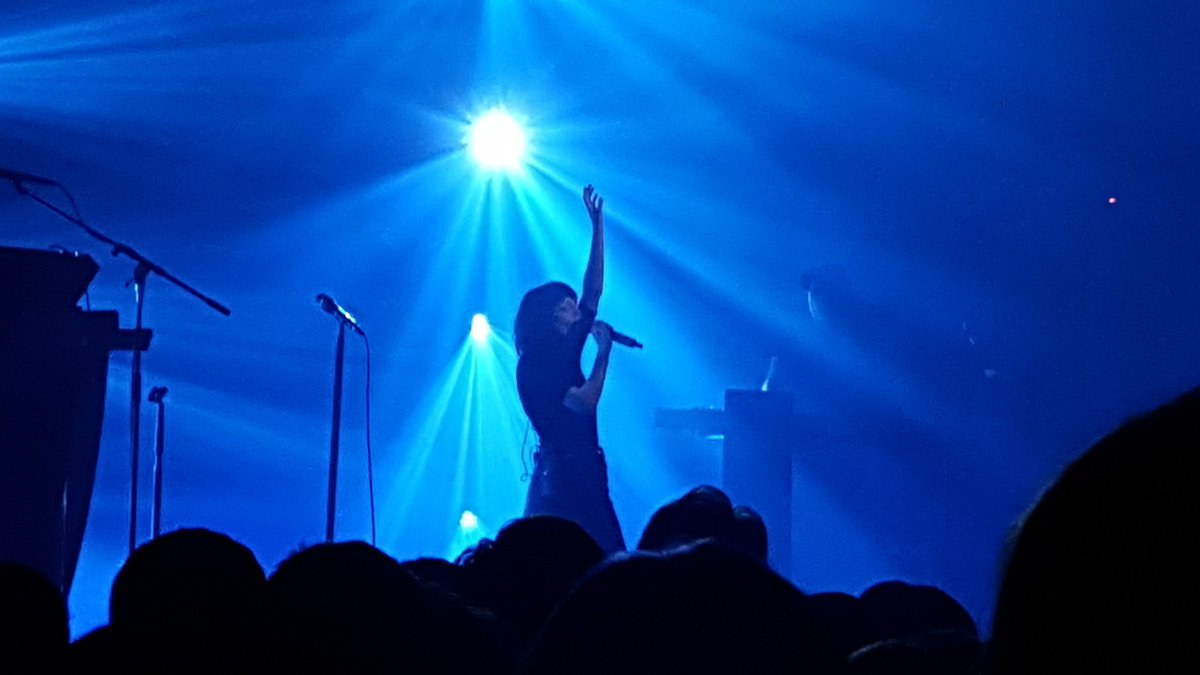 So this photo I managed to get of @CHVRCHES tonight has made me pretty happy. Amazing gig. https://t.co/xHbSBw1F75
