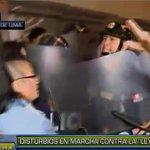 [VIDEO] #LeyCotillo: disturbios en marcha de opositores al proyecto ► https://t.co/sitQfQEOJ0 https://t.co/f0ulM8svsO