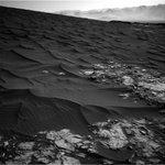 WOW! Letzte Nacht hat #Curiosity sensationell schöne Bilder zur Erde gefunkt - von einem dunklen Mars-Dünenfeld. https://t.co/UNqDUhEXIE