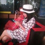 """@insomNISA_Indo: Teteh @AnisaRahma_Adi sama Mamah sama sama lagi sibuk mainin hp nya. Pas lagi break. @Aradio945 https://t.co/GPwq22CO8Z"""
