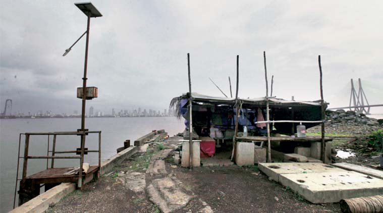 7 years after 26/11, face of coastal security: a shack with bamboo poles, 2 cops https://t.co/zE2hFFpUY0 https://t.co/CC9RHG7CjB