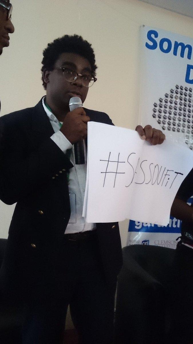 """""""Voici ce dont a peur Sassou Nguesso: 1 papier, 1 stylo, et 1 hashtag #sassoufit """" Andrea Du #Congo #africtivistes https://t.co/QtJV9N0RCJ"""
