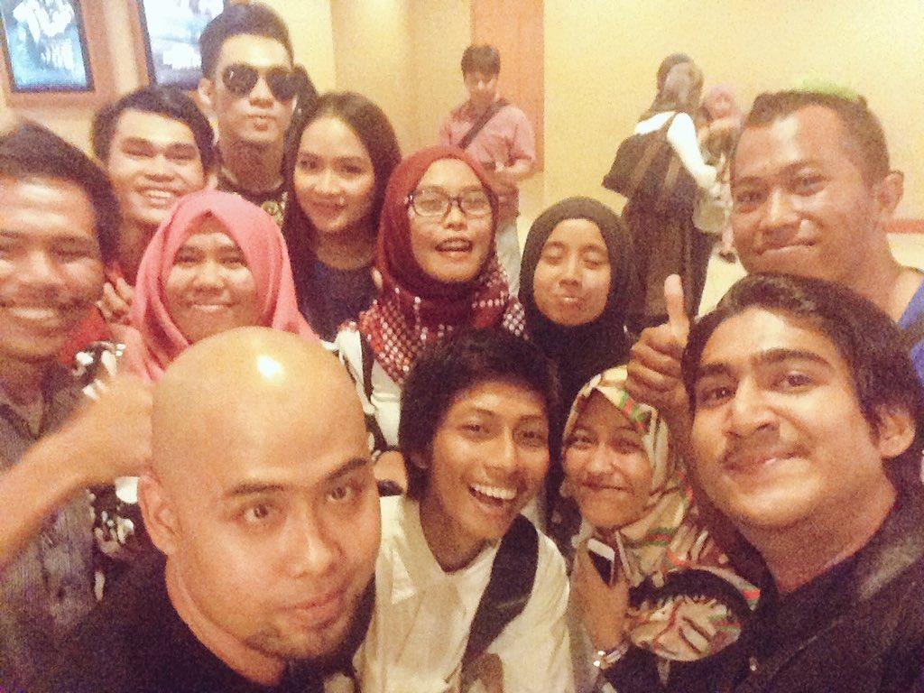 Terimakasih warga Makassar atas antusiasme nya untuk @filmsumiati  #PremiereSUMIATI