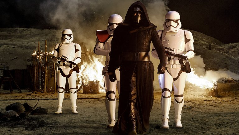 Thanksgiving StarWars Ad Features New Scenes With Kylo Ren, Han Solo and Chewbacca