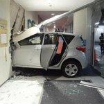 77歳男性運転の乗用車、映画館に突っ込む…ブレーキとアクセル踏み間違える  sankei.com/w…
