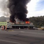 #BREAKING: @PHXFire responding to fire at the Buffalo Chip Saloon in Cave Creek. (Photo: Lisa Joyce) https://t.co/h66zbcCk3R