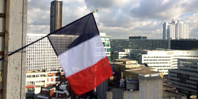 Drapeaux : la France pavoise déjà sur les réseaux sociaux https://t.co/8nXbpZLumT #hommagenational #drapeau