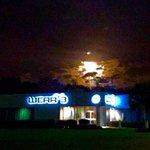Moon over @weartv. Tweet your pics. https://t.co/VC5h1dU6Vn