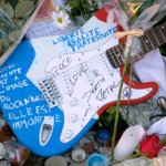 Notre liberté est à limage du RocknRoll, Elle est Immortelle #guitar #Paris #Bataclan #Peace https://t.co/WpIieTblpM