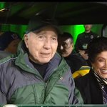 Whoa! #15 Bart Starr comes out to greet #4 .. Special night at Lambeau! Save your ticket stub or your email. https://t.co/p7IHil1hPi