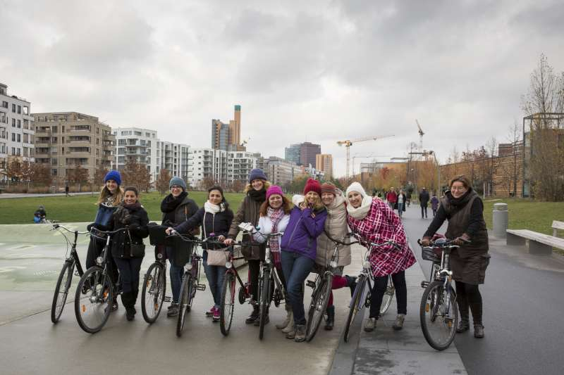 Syrian refugees try riding a bike for the first time in Berlin: https://t.co/3mhvnkthNc #europe https://t.co/pDzli80XoT