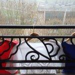 Robes, chaises, t-shirts, le drapeau système D des Français https://t.co/OxdBV20V66 #hommagenational https://t.co/D2pXAnhrFs