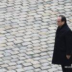 """Hommage: Hollande dénonce """"une horde dassassins"""" ayant agi """"au nom dune cause folle et dun Dieu trahi"""" #AFP https://t.co/mYAuhk7ZLm"""