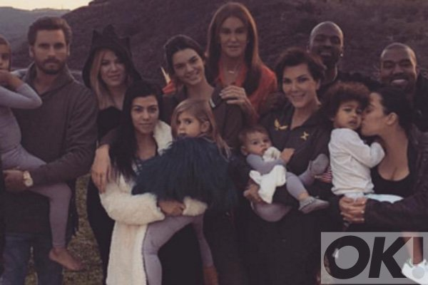 The Kardashians celebrated Thanksgiving with a most AMAZING meal and HUGE family portrait: