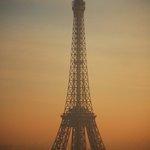 Liberté, Egalité, Fraternité, Unité, Solidarité, Humanité. #Paris sera toujours Paris. #TourEiffel ©parisbeautiful https://t.co/mrL0XdxQdU