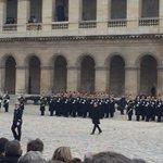 Arrivée de Francois Hollande dans la Cour des invalides. Après La Marseillaise, Quand on a que lamour... https://t.co/FYcEzwm4bx