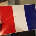 Le Gouvernement est tellement NUL que le drapeau à imprimer est À LENVERS #Hollandedemission #Fierdelafrance https://t.co/CNnT8O7xsS