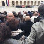 Dans la cour des Invalides résonnent les noms des 130 victimes https://t.co/UeYTdJdONY