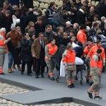 Des blessés dans les attentats du 13 novembre accompagnés à la cérémonie dhommage national aux victimes #AFP https://t.co/mCplpYRUru