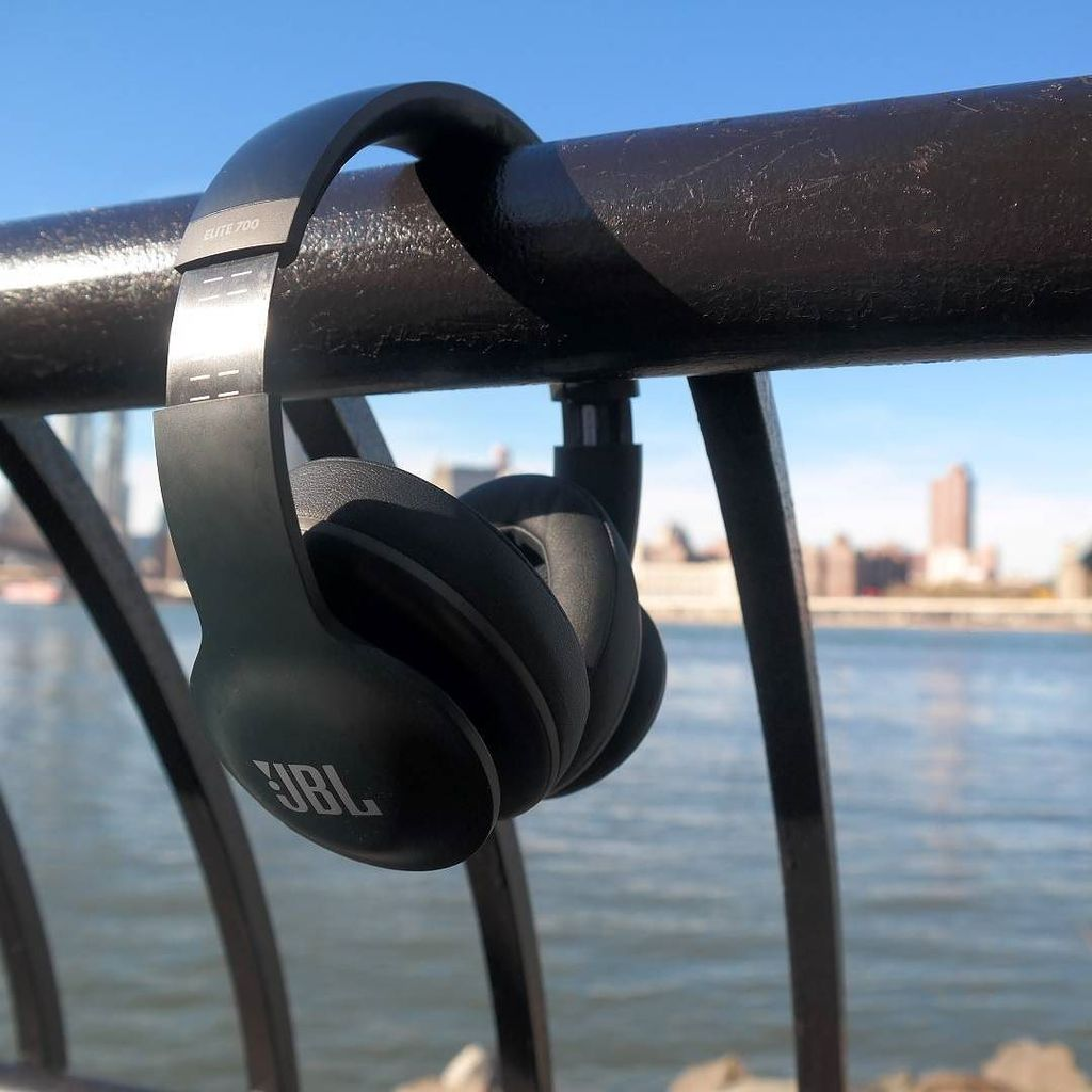 Soft Comfy Music Cans. Awesome Sound. Review of @JBLaudio Everest Elite 700 on @gstylemaga… https://t.co/jTX1J2px1T https://t.co/WUAFYsYRKX