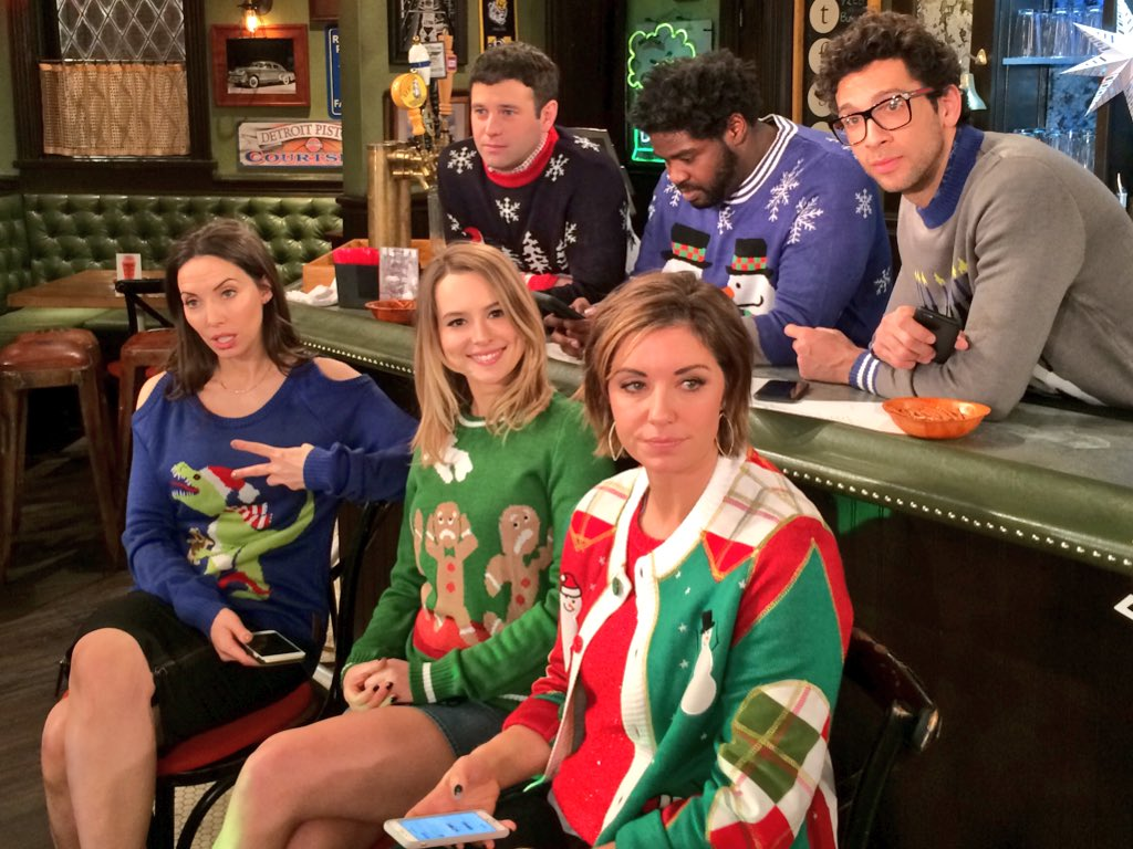 Christmas sweaters. Puppies. Friendship. Jokes. Emotion. The first ever live exterior shot. #UndateableLive TONIGHT https://t.co/qiJgSoiI3C