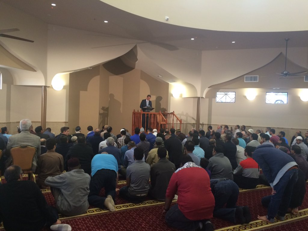 Mormon Sen. @JeffFlake delivered a message of solidarity today at a mosque in north Scottsdale. https://t.co/V0uxsb5FZC